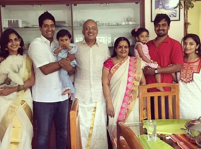 Samyuktha Bigg Boss with family